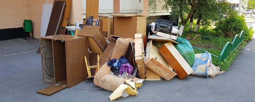 Вывоз мусора из квартиры, вывоз старой мебели и хлама. - Грузотакси и  Грузчики Ижевск